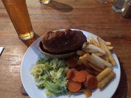 Culloden Moor Inn: Steak & Ale Pie