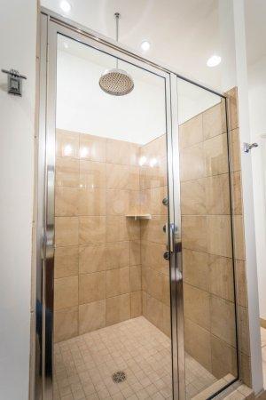 The Delafield Hotel: Rain Shower