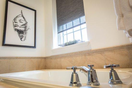 The Delafield Hotel: Jet Tub