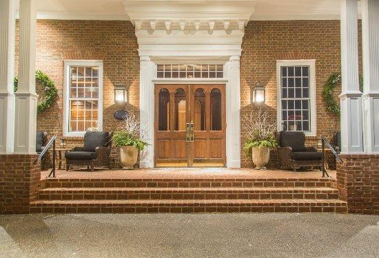 Delafield, WI : Entrance