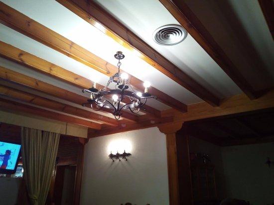Lampara De Forja Y Techo Con Vigas De Madera Picture Of Meson - Lamparas-de-techo-en-madera