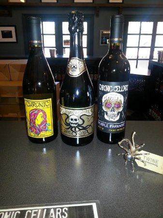Bradley, CA: Chronic Cellars a winery near by about 20 mins away from B&B