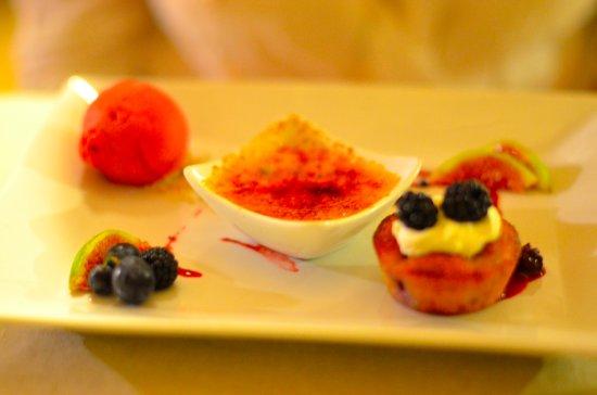 Mazan, France: Trio de desserts