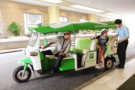 Holiday Inn Bangkok Silom: Tuk Tuk Shuttle Service