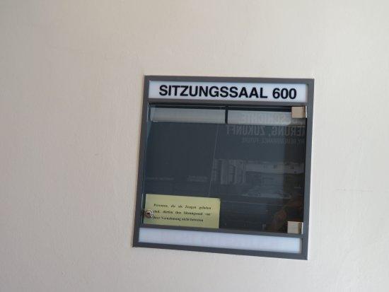 Justizpalast Nürnberg: Court room 600 signage.
