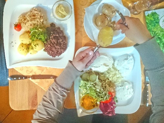 Restaurant Kräutermühle Burg (Spreewald): Speisen im Kräutermühlenhof