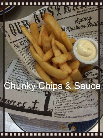 Esk, Australien: Chunky chips and a choice of sauce