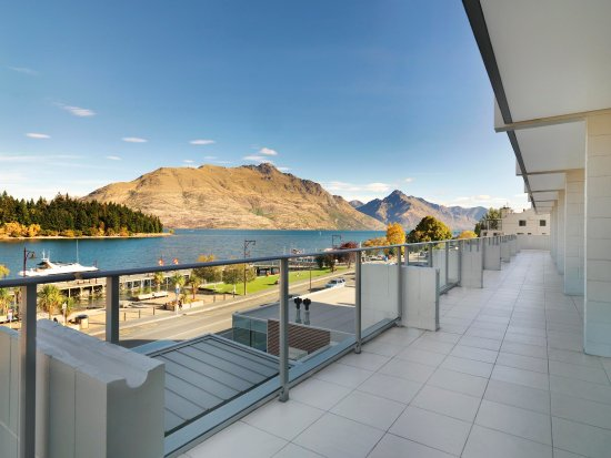 Crowne Plaza Queenstown: View from hotel