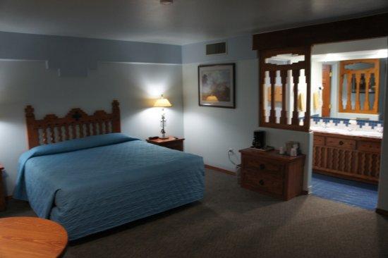 Cameron Trading Post Grand Canyon Hotel: Un seul lit dans une chambre à la préparation à priori trop rapide.