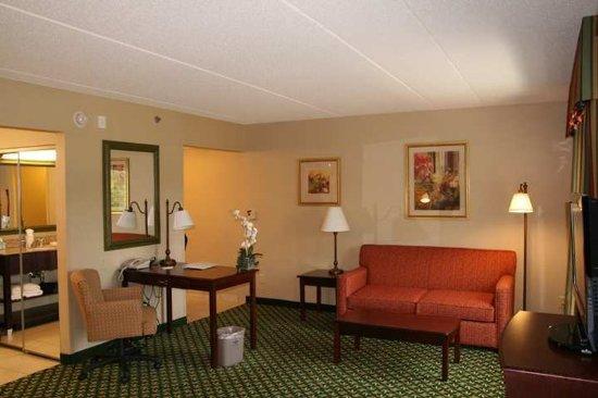 Lenox, MA: Suite