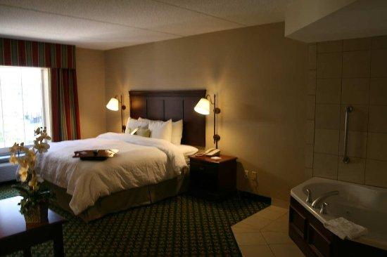 Lenox, MA: King Room with Whirlpool