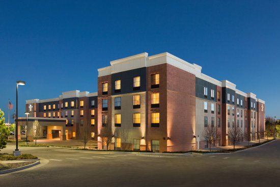 Englewood, CO: Hotel Exterior at Night
