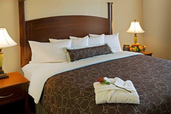 Staybridge Suites Oakville: Plush Linens & Pillow Top Mattress to Relax