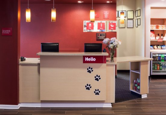 TownePlace Suites Columbus: Front Desk