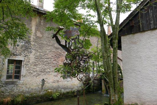 Lustige Eisenfigur Im Garten Vom Museum Photo De Musee Du Fer Et