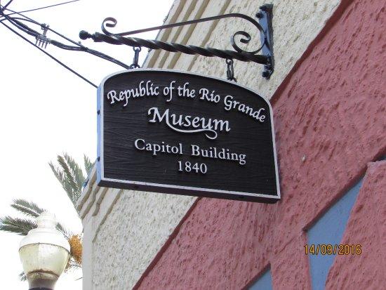 Republic of the Rio Grande Museum: Itty bitty sign
