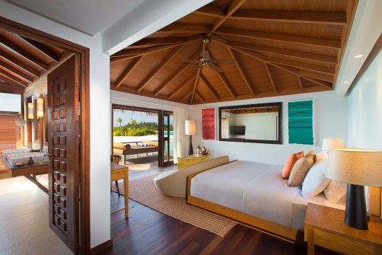 Anantara Veli Maldives Resort: Over Water Bungalow