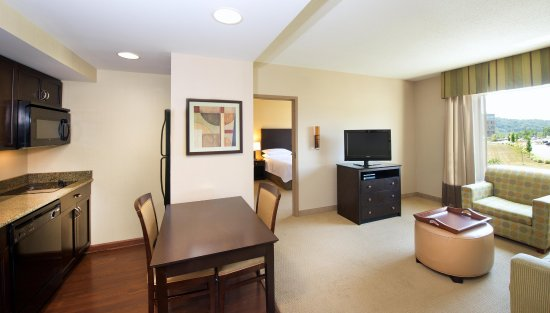 Canonsburg, PA: Suite Kitchen & Living Area