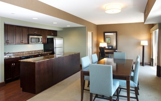 Canonsburg, PA: Suite Kitchen & Dining Area