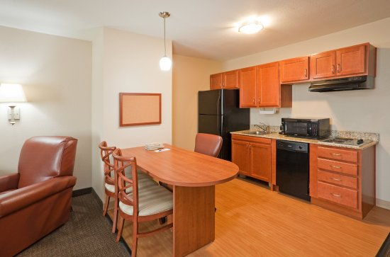 Candlewood Suites Montgomery: One Bedroom Suite Kitchen