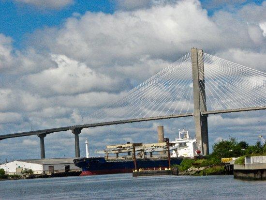 Talmadge Memorial Bridge : Impressive