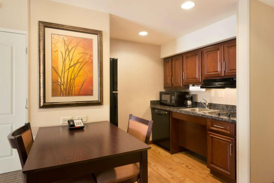 Homewood Suites Minneapolis - St Louis Park at West End: 2 Queen 1 Bedroom Accessible Suite