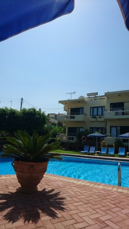 Lefka Apartments: Just a small steak,  chicken souflaki.  Picture of apartment from pool side