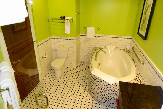 Hume Hotel & Spa: Barristers Suite Bathroom