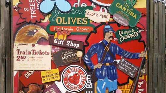 Hollister, Kalifornien: 園内にあったかわいい看板
