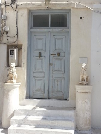 Parikia Town: Historical Doors With Lions And Hand Dorr Knocker