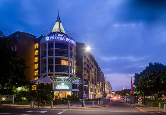 Protea Hotel Umhlanga Ridge: Exterior