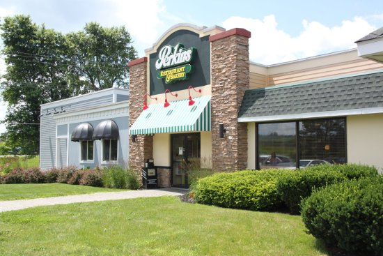 Holiday Inn Express Cortland: Dining at Perkins Restaurant