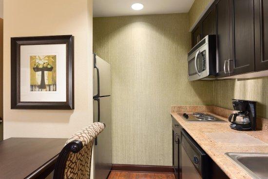 Homewood Suites by Hilton Lafayette-Airport, LA: 2 Queen 1 Bedroom Suite