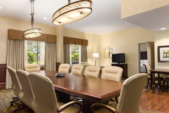 Homewood Suites by Hilton Lafayette-Airport, LA: King Deluxe 1 Bedroom Suite Table