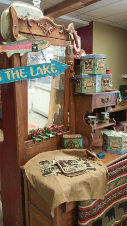 Madoc, Kanada: Many trinkets, not just Christmas items in the shop.