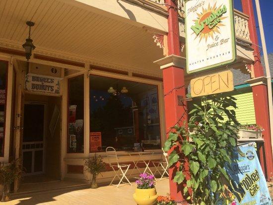 Maggie's Krooked Cafe & Juice Bar: photo2.jpg