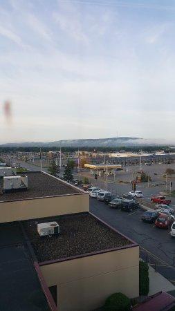 بلازا هوتل آند سويتس: view of Rib Mountain from the room