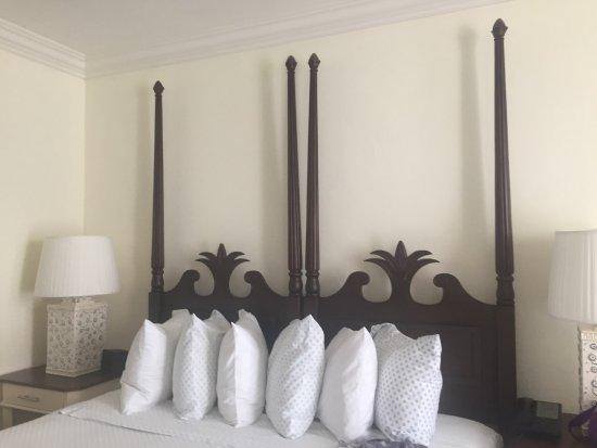 Inn at Pelican Bay: Camas confortáveis