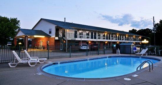 Regency Inn: Swimming Pool