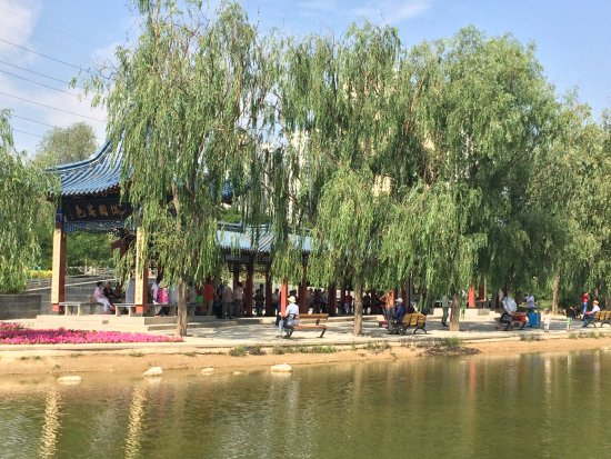 Lanzhou, Kina: Pavillion with folks singing