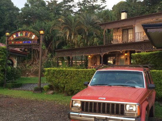 Nuevo Arenal, Costa Rica : pulling up to restaurant