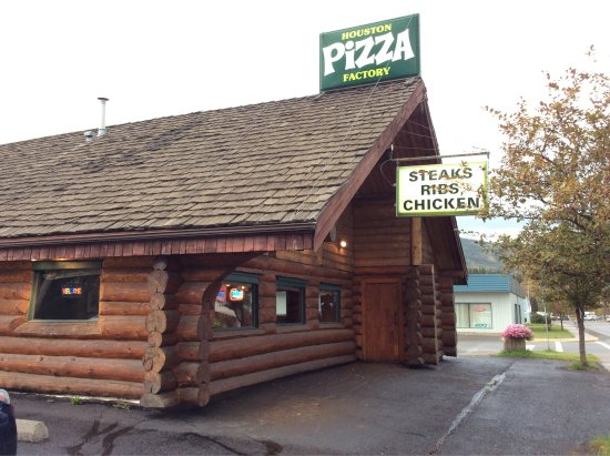 Houston, Kanada: Beautiful log cabin structure houses a tasty restaurant.