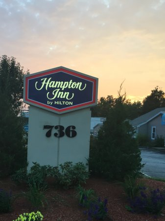 Hampton Inn Auburn: Don't miss the sign-it's short and you can't see the hotel from the road!