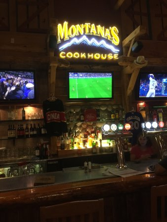 Ancaster, แคนาดา: Montana's BBQ & Bar