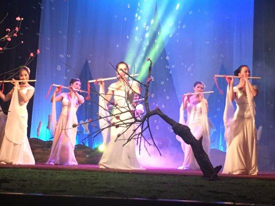 Golden Bell Show: Flute Dance