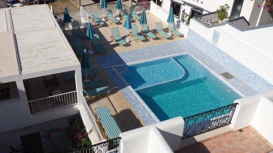 Hotel Glaros : Blick auf den Pool.