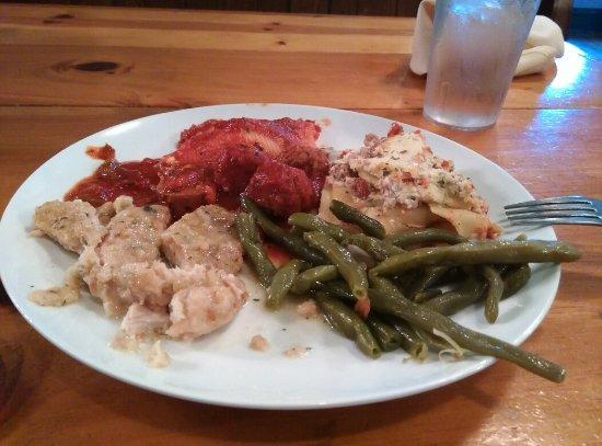 Scottdale, Pennsylvanie : Delallo's Italian Saturday night Buffet