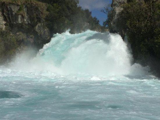 "Taupo, Yeni Zelanda: What 300,000 cubic feet per second looks like ""comin' at yah!"""