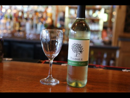 Geneseo, IL: Sweet Peas Grill & Bar has a nice wine selection.