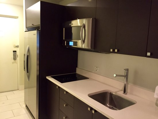 Provident Doral at The Blue Miami: Kitchen facilities and convenient equipment for extended family stays...